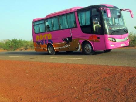 largeur voie bus